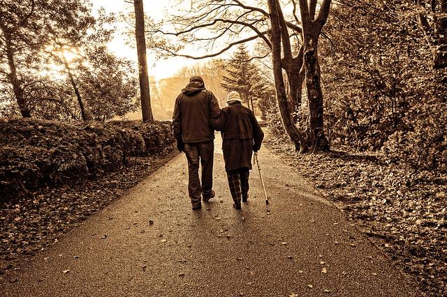 Anne Babaları Yaşlandığında Çocuklar Anne Baba Haline Gelir