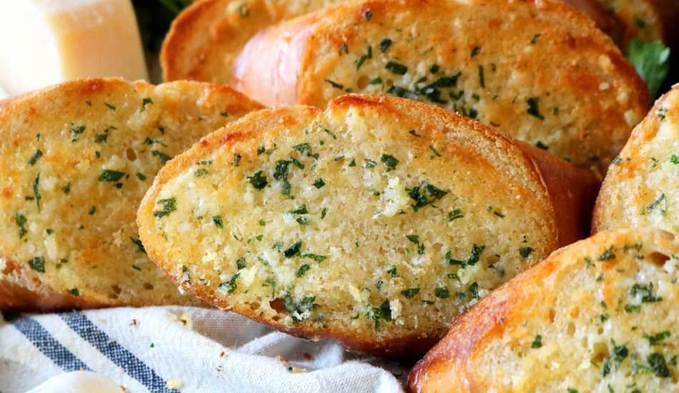 en kolay sarimsakli ekmek nasil yapilir mis gibi kokan sarimsakli ekmek tarifi fb16jfwy.jpg