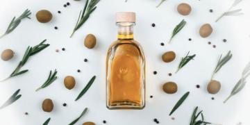 zeytin sutu nedir ve zeytin sutu nerelerde kullanilir zeytin sutunun cilde ve saca faydalari xsgews5r.jpg